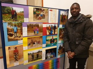 Lawrent bei seinem Besuch in Kaunitz Anfang des Jahres vor einer Infotafel