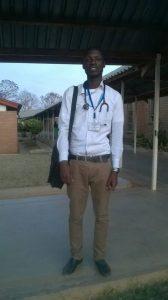 Unser Stipendiat Lawrent vor dem Hospital in Malawi - im Moment zu Besuch in Deutschland!