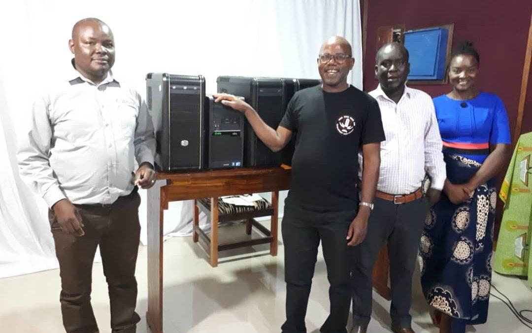 Schubladenchallenge bringt gute Laune ins malawische Radio